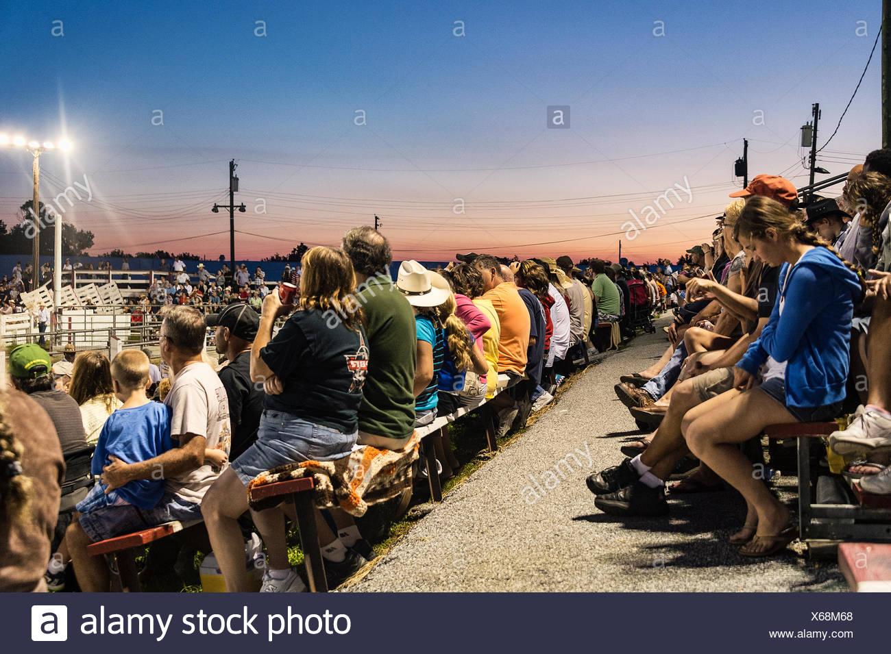 Zuschauer bei einem Rodeo, Cowtown, New Jersey, USA