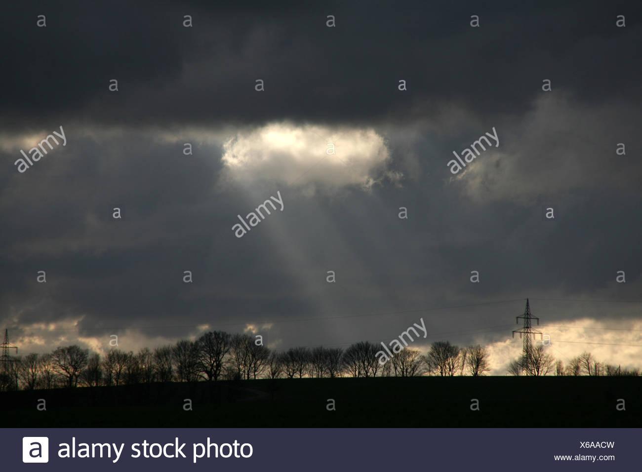 Sonnenstrahlen strahlen aureola Stockbild