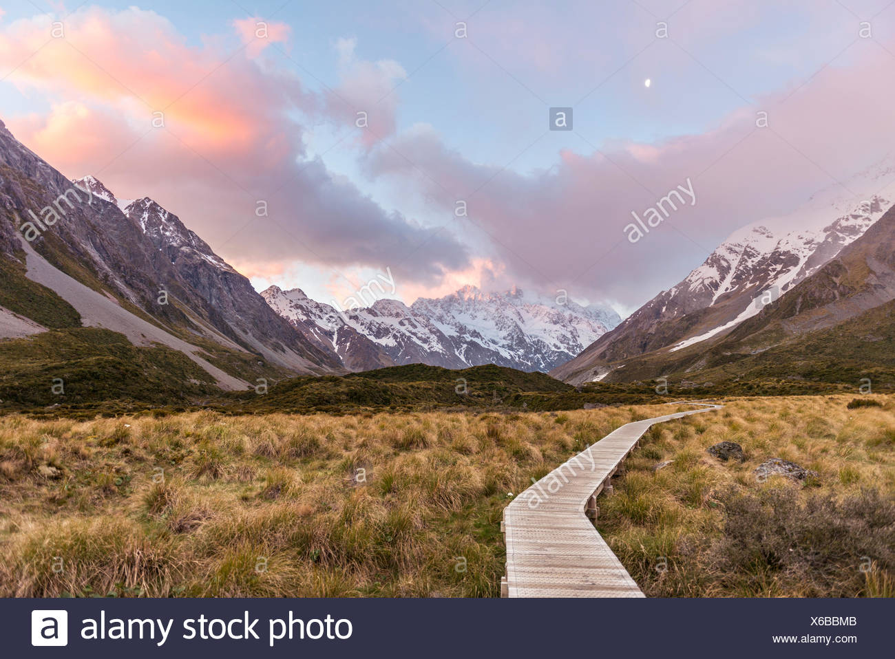 Sunrise, Trail durch Hooker Valley, hinten Mount Cook, Mount Cook Nationalpark, Südalpen, Canterbury Region Southland Stockbild
