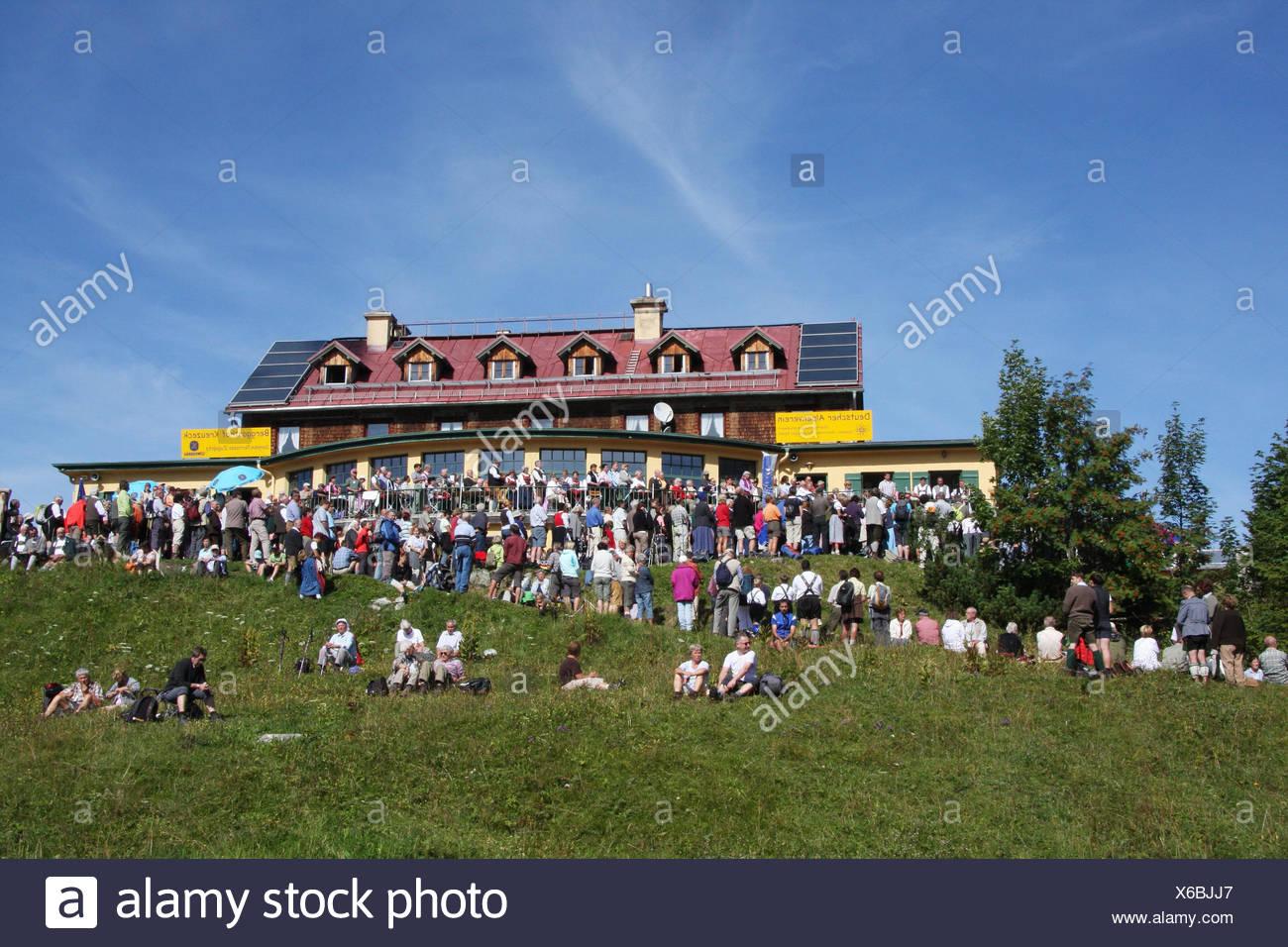 Deutschland, Bayern, Garmisch Partenkirchen, Cross Ecke, Almsingen, Gäste,  Kein Model Release, Oberbayern, Wiese, Alm, Terrasse, Person, Zünftig, ...