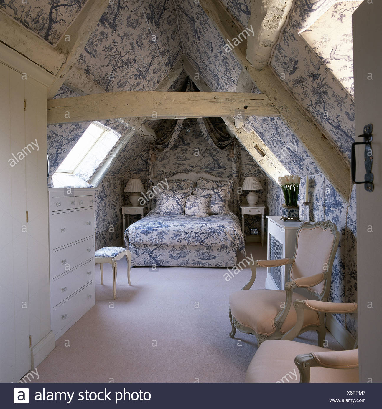 Blau + weiß Toile De Jouy Tapete und koordinierte Bettdecke im ...