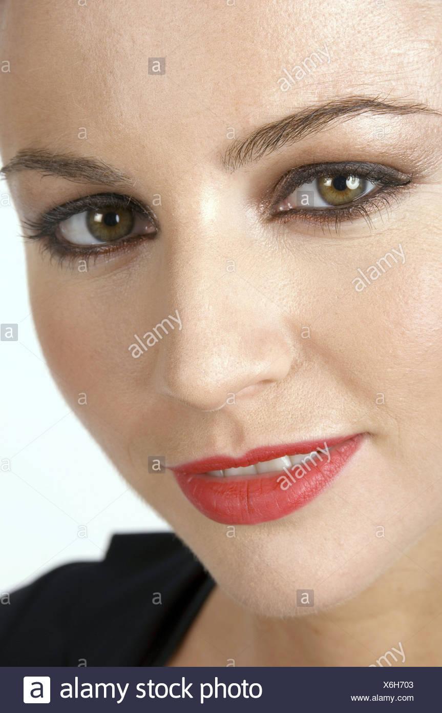 Frauen Tragen Schwarze Spitze Smokey Braune Augen Make Up Rote