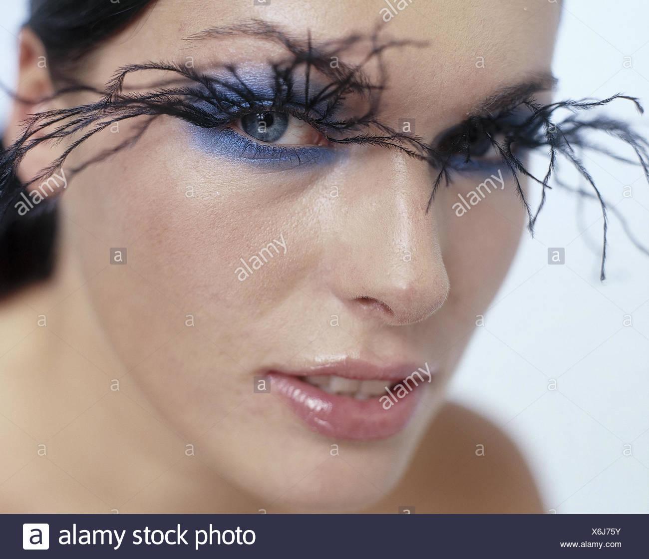 Frau jung augen make up extravagant wimpern portrt frauen frau jung augen make up extravagant wimpern portrt frauen portrt blick geschminkt schminke make up kosmetik rckfahrkamera ernst thecheapjerseys Images