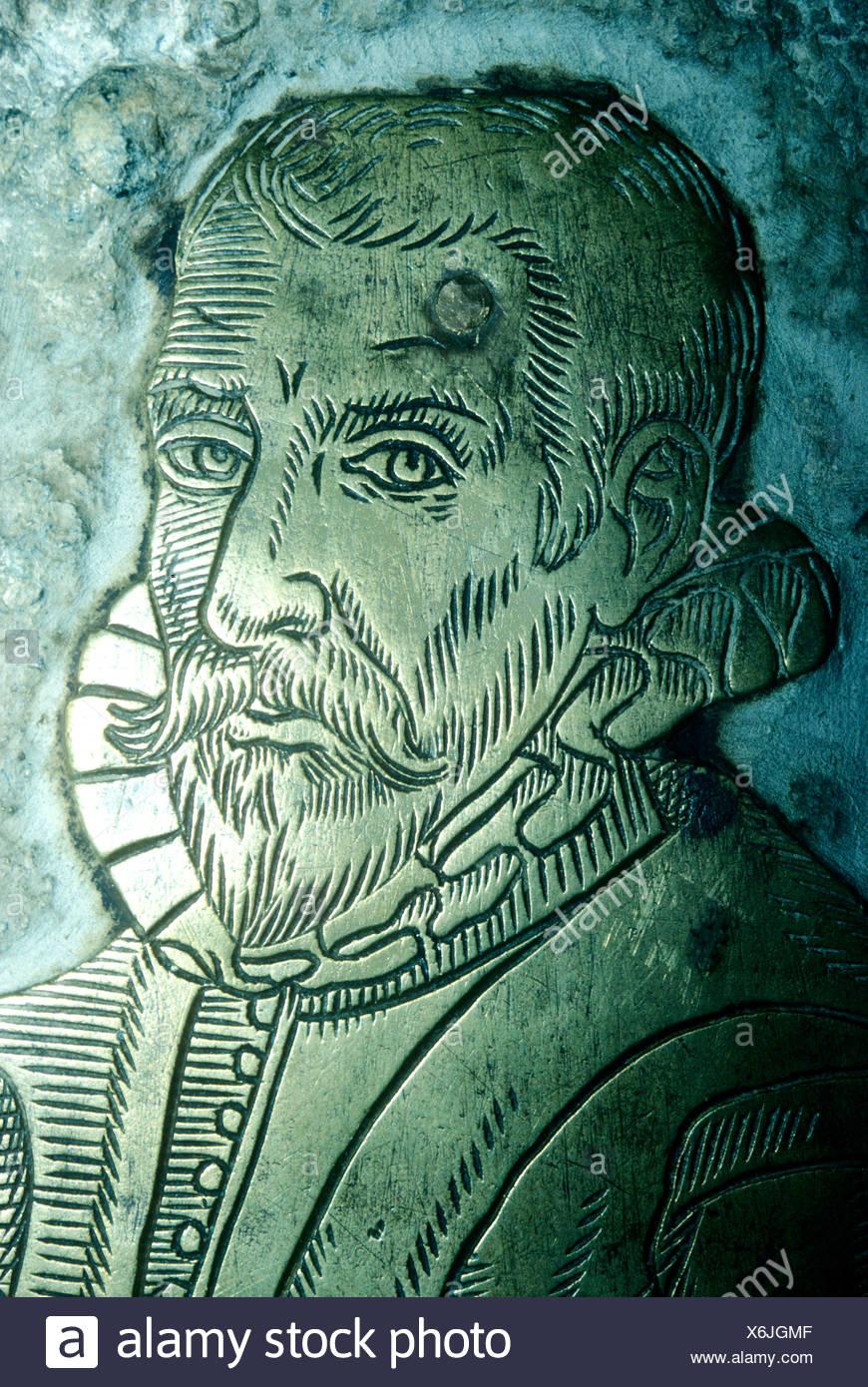 Monumentale Messing Henry Slyfield 1598 Gt Great Bookham Surrey England UK Tudor geschnitzt gravierte Portrait Kostüm Stockbild