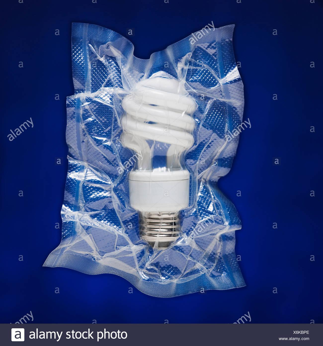 Shrink gewickelt Glühbirne Stockbild