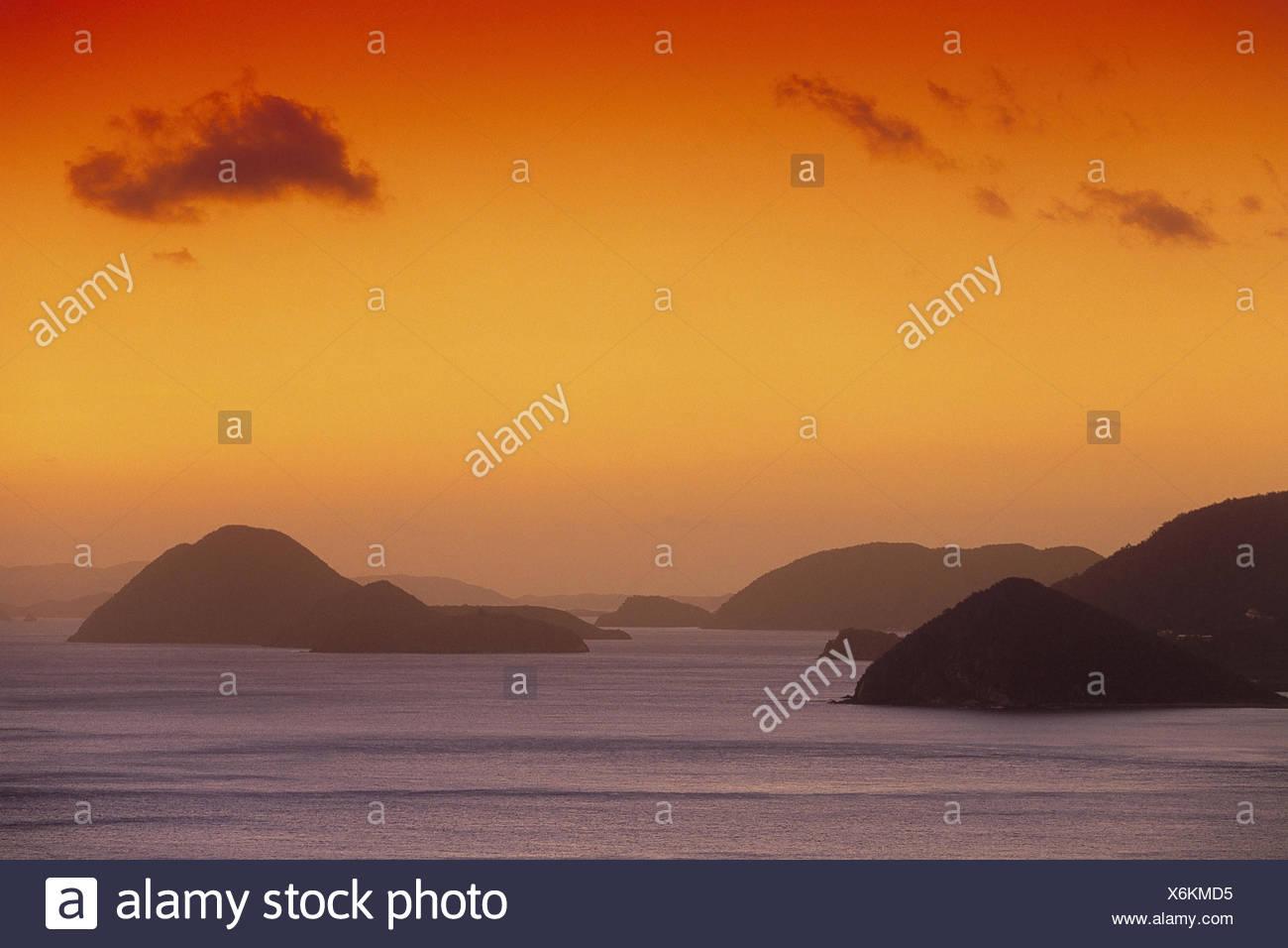 Karibik, Britische Jungferninseln, Tortola, Cane Garden Bay, Blick Jost Van Dyke, Meer, Abendlicht Mittelamerika, Westindische Inseln, Kleine Antillen, britischen Jungferninseln, Karibisches Meer, Atlantik, Atlantischer Ozean, Kolonialpolitik, Aussicht, Ausblick, Abend, hohem, Romantik, Stimmung, werden Stockbild