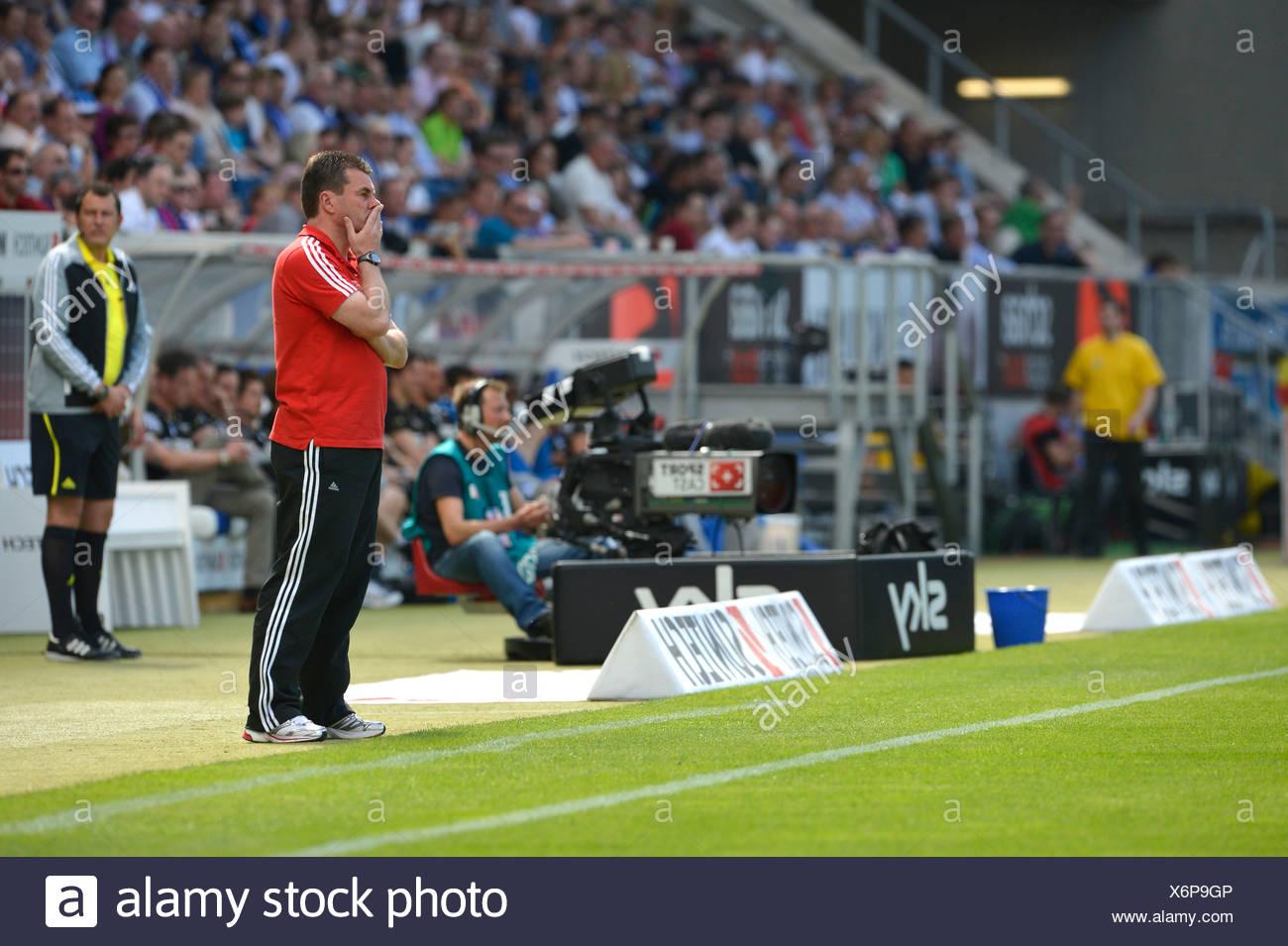 Dieter Hecking, Manager des 1. FC Nürnberg, an der Seitenlinie, WIRSOL Rhein-Neckar-Arena, Sinsheim, Baden-Württemberg Stockbild