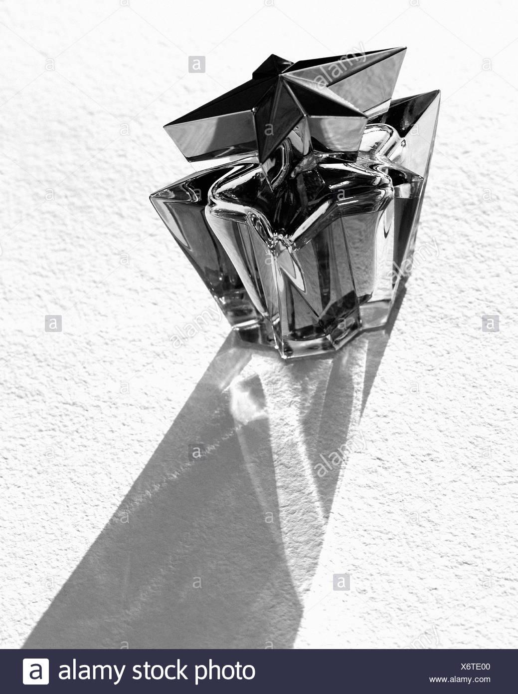 Trendige Flasche Parfüm Stockbild
