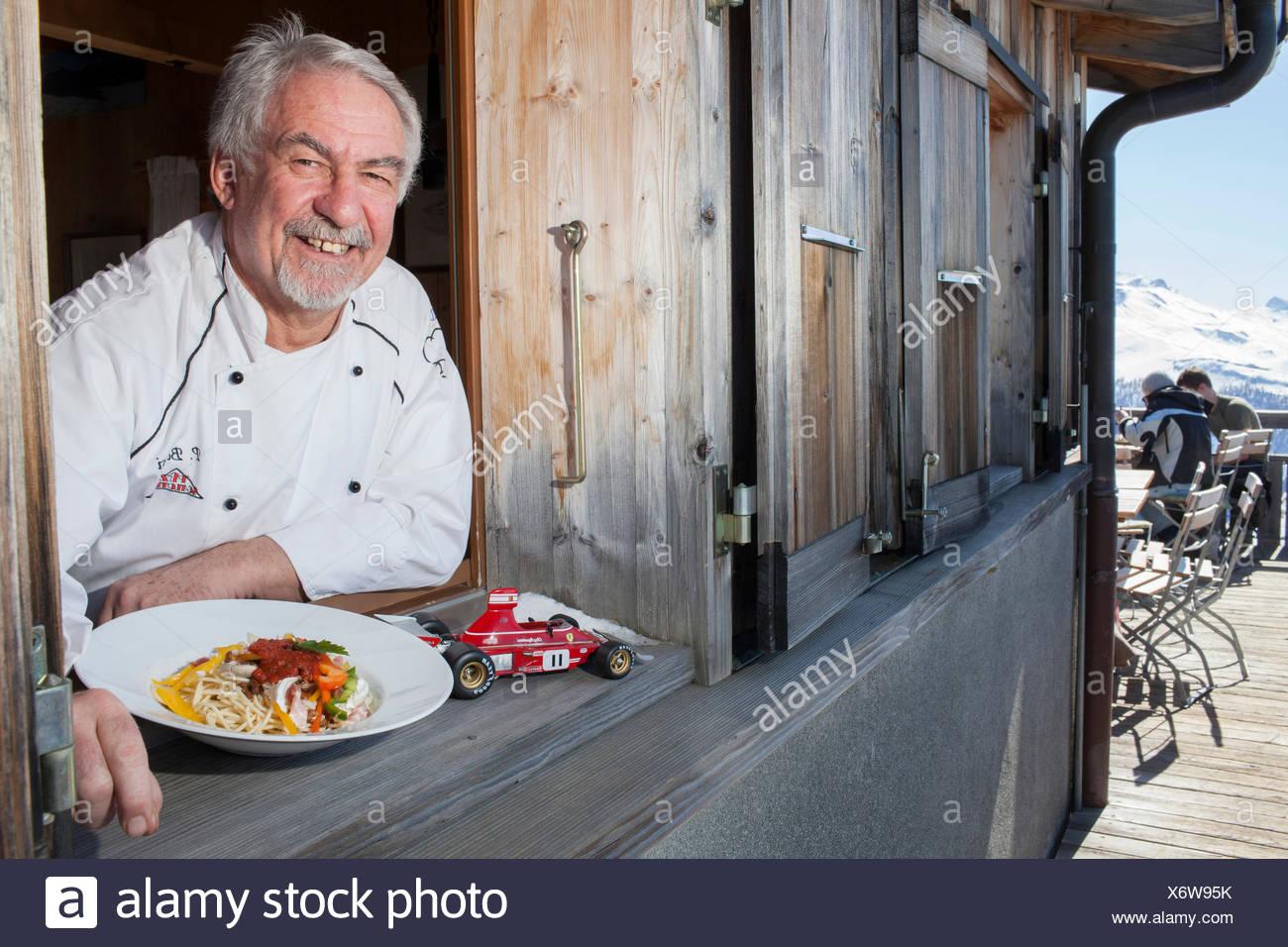 Kochen Sie mit einem Teller Spaghetti Regazzoni, Berggasthaus Piz Scalottas, Lenzerheide, Scharans, Kanton Graubündens, der Schweiz Stockbild