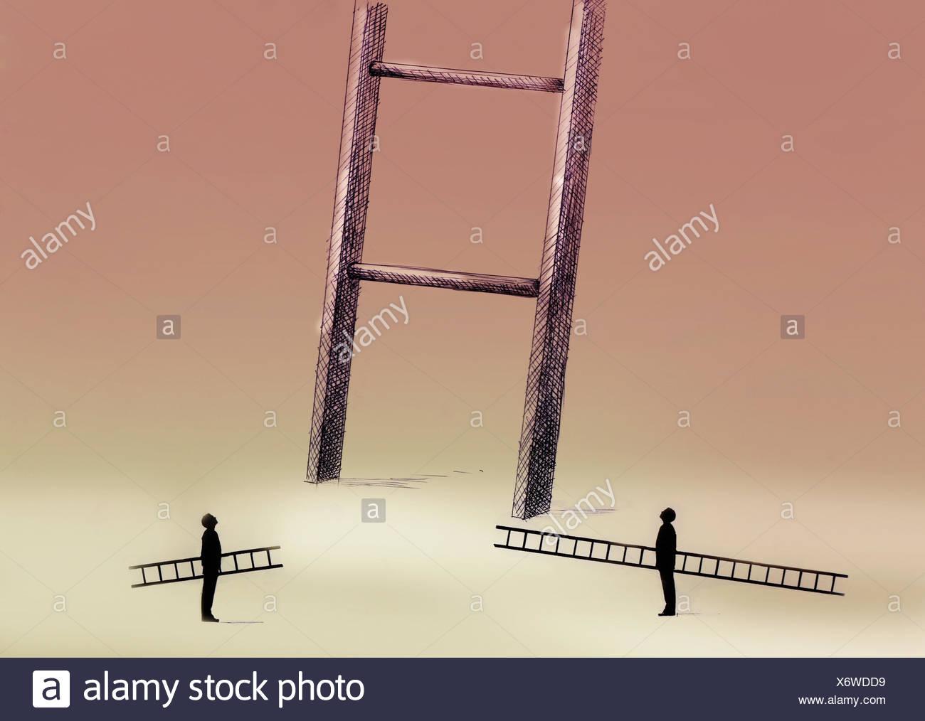 Zwei Männer mit kleinen Leitern nach oben bei großen Leiter Stockbild