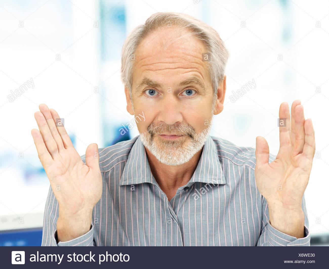 Senior, Ausdruck der Hilflosigkeit Stockbild