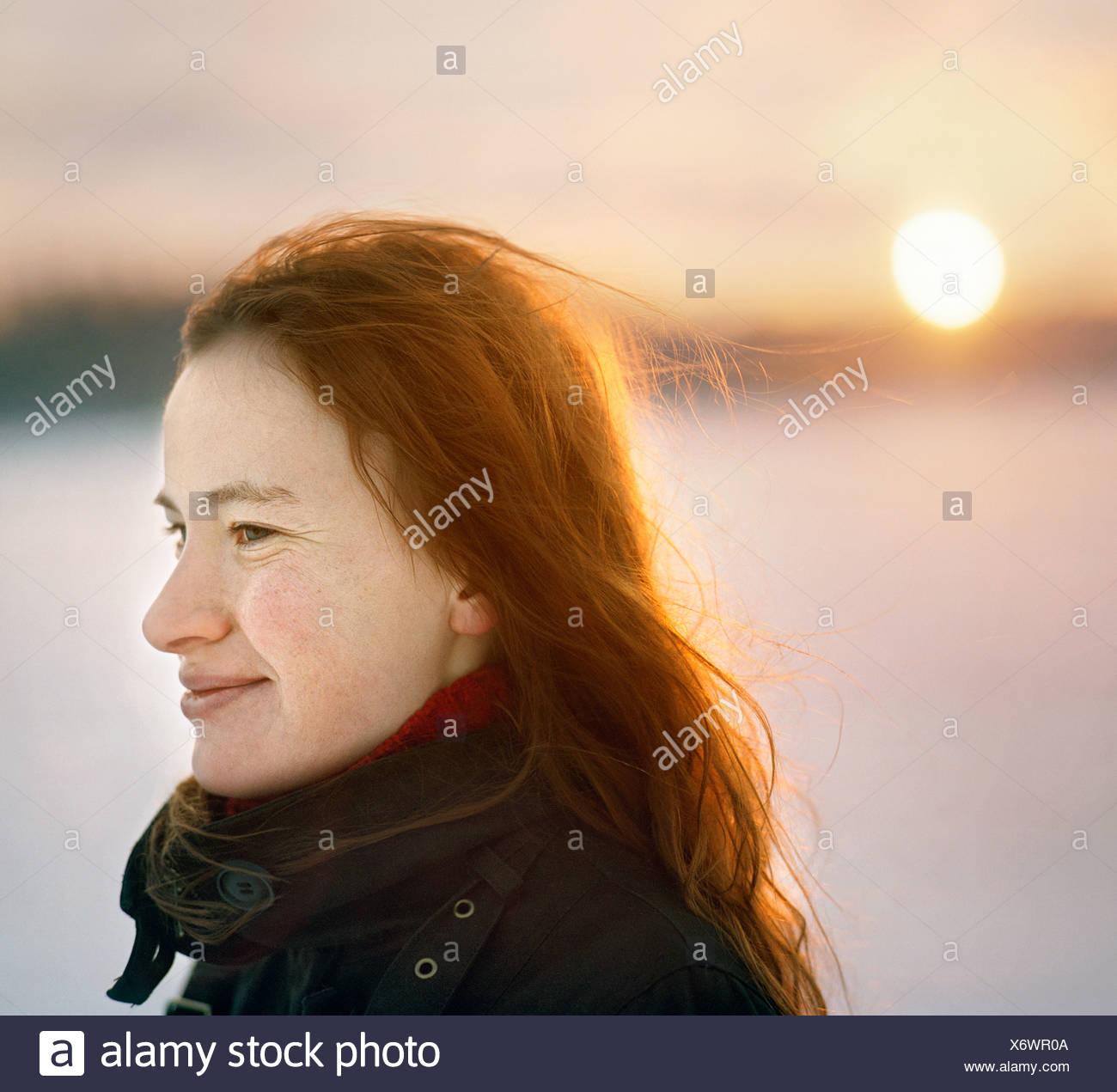 Nahaufnahme einer jungen Frau, Lächeln Stockbild