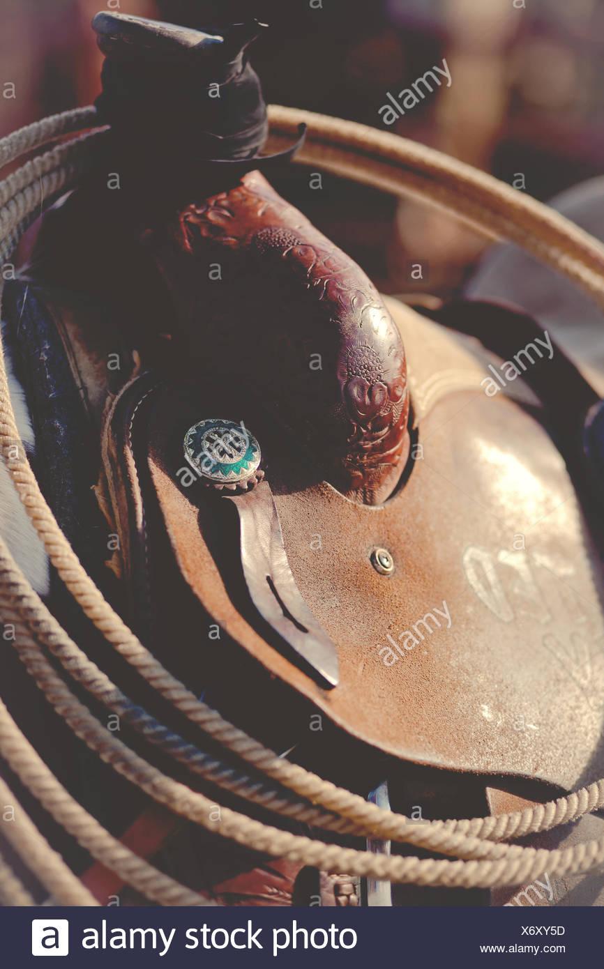 Nahaufnahme von Lasso auf Pferdesattel Stockbild