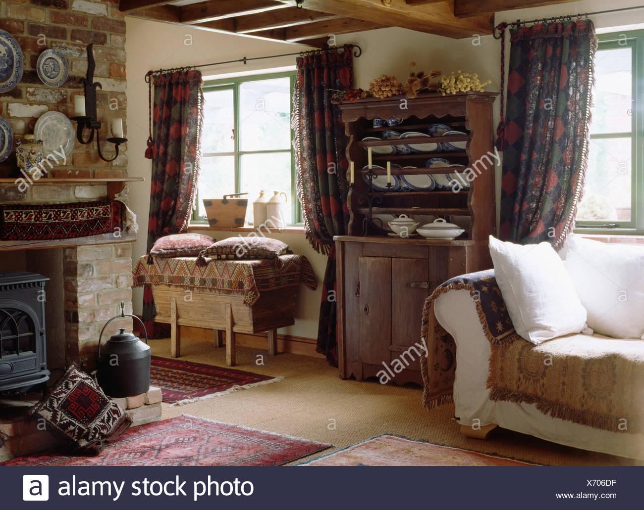 Antik Kiefer Kommode Neben Sahne Sofa Im Wohnzimmer Cottage