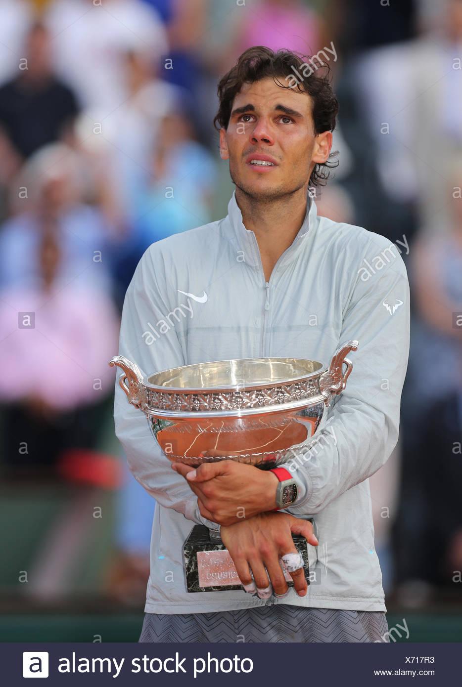 Rafael Nadal, ESP, reagieren emotional während der Preisverleihung, 2014, French Open, Roland Garros, Paris, Frankreich Stockbild