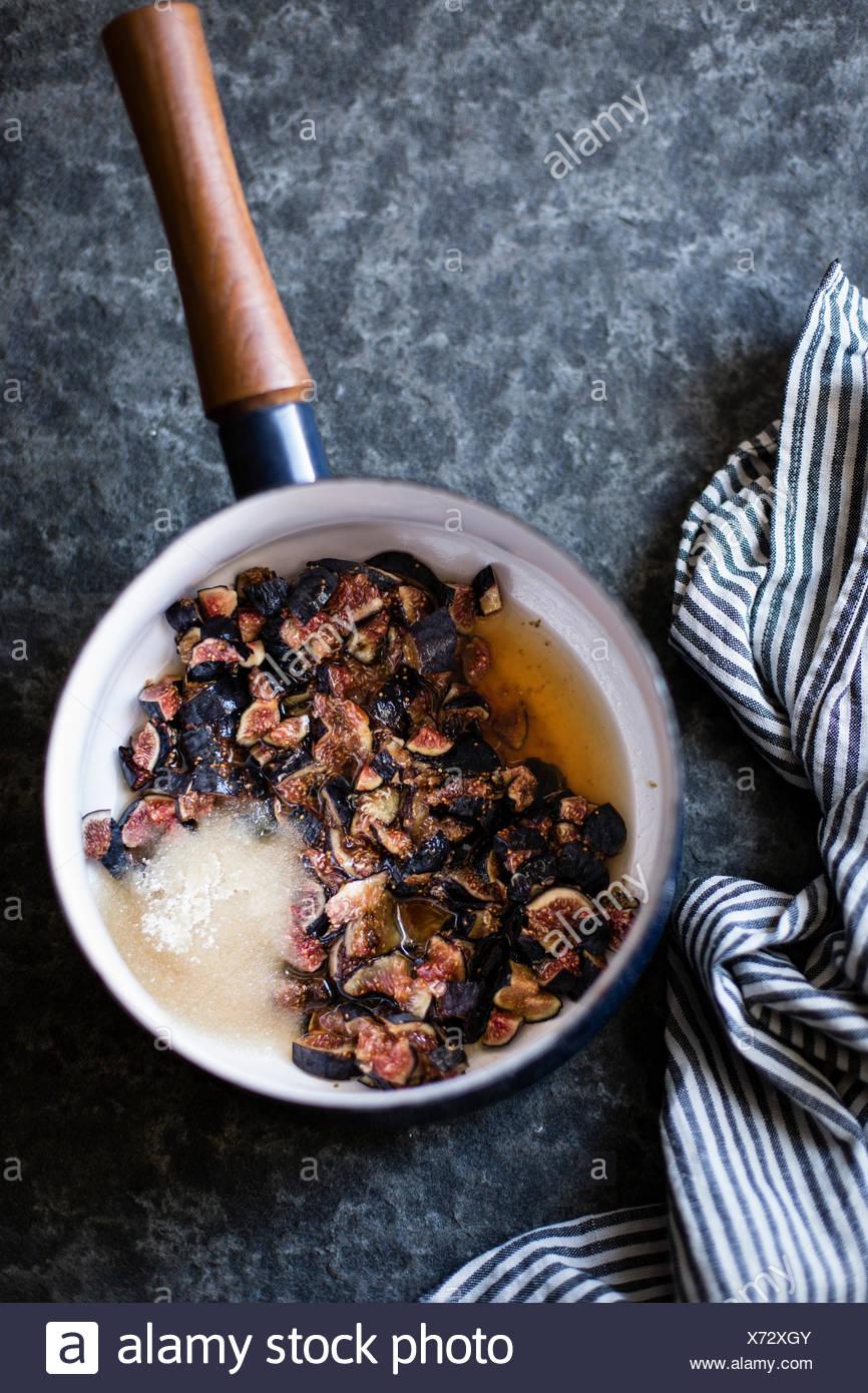 Abb. erhalten in einer Pfanne. Zutaten für Fig Wirbel-Eis. Stockbild