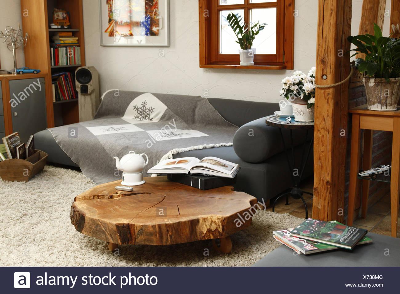 Wohnzimmer Holztisch Stockfoto Bild 279741180 Alamy