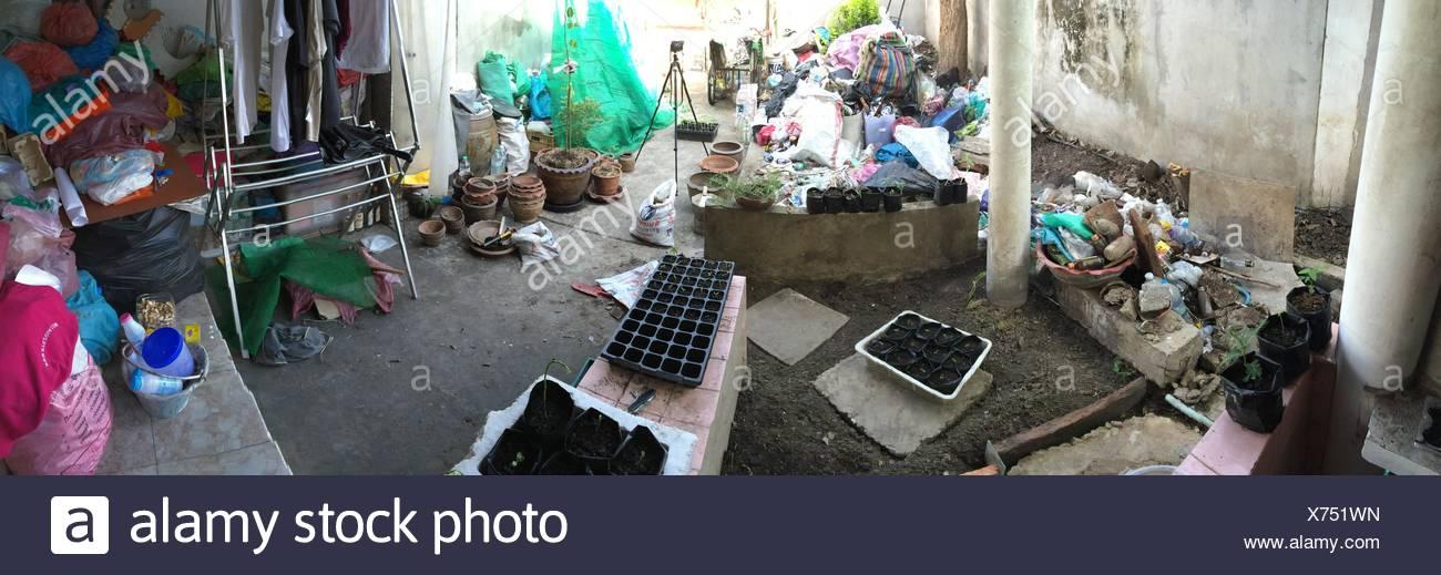 Gruppe von Objekten In einer verlassenen Gegend Stockbild