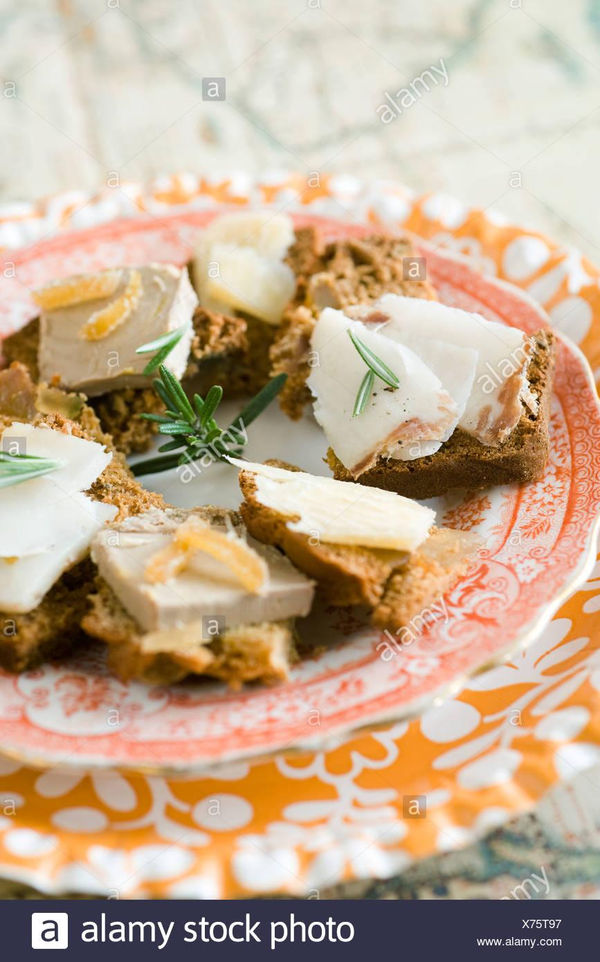 Gewürzbrot mit Pfefferkörnern, Zitrone und Ingwer Stockbild