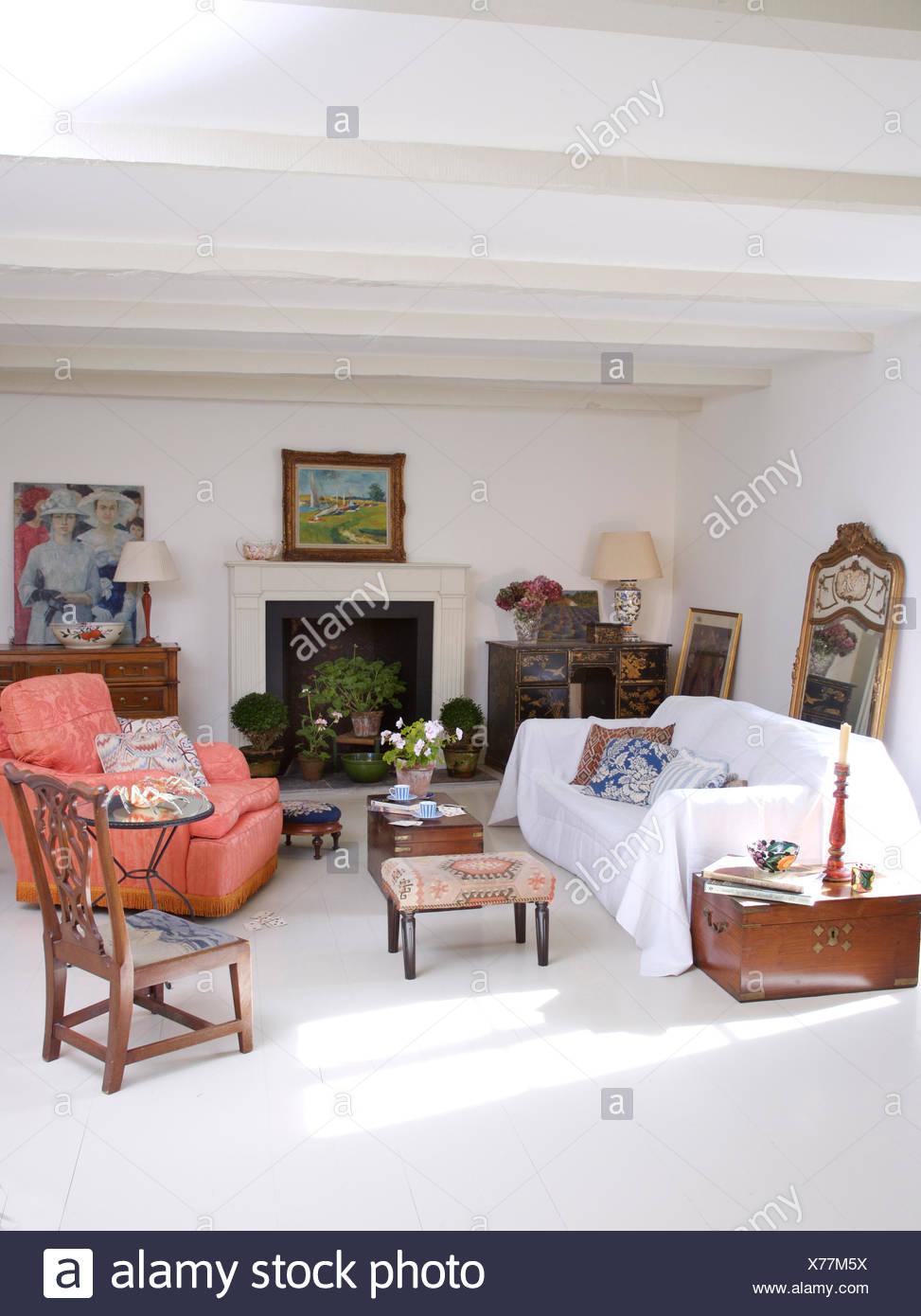 Weiß auf Sofa im Wohnzimmer weiße französische Land mit ...