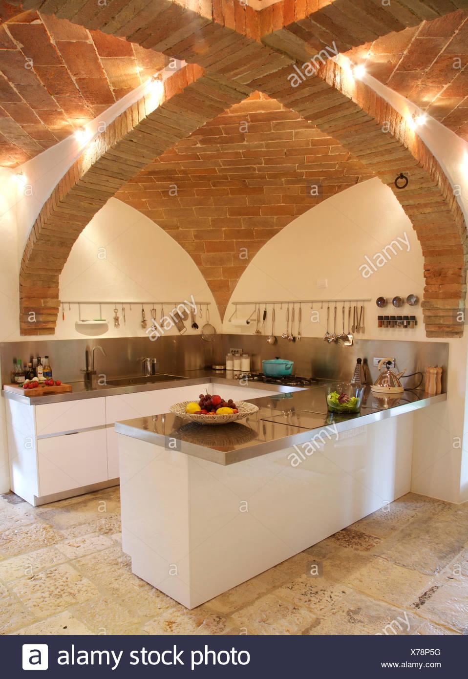 Ungewöhnlich Gewölbte Decke Wohnzimmer Und Küche Ideen ...