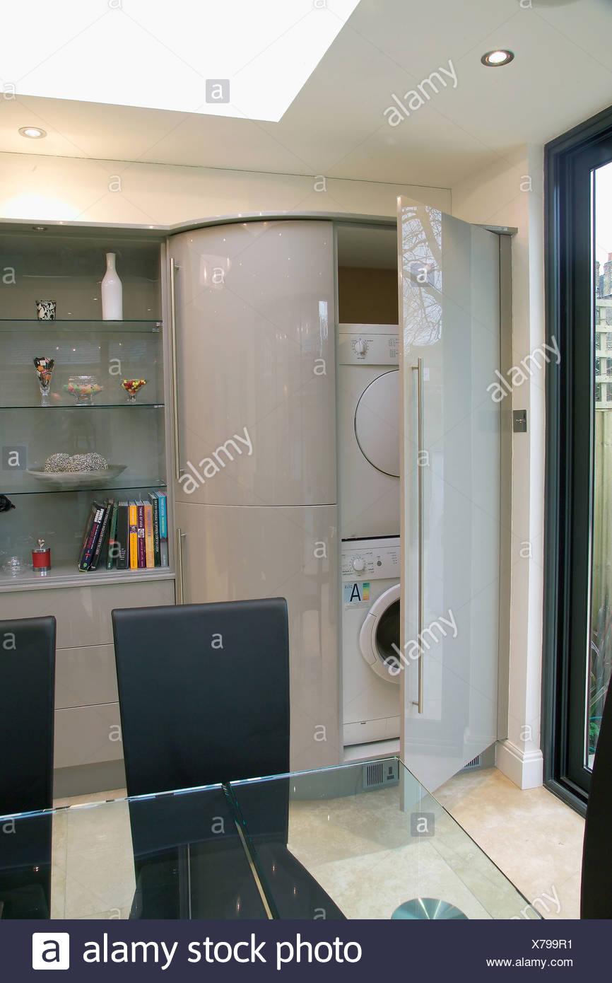 Tur Offen Auf Waschmaschine Und Waschetrockner Versteckt Im