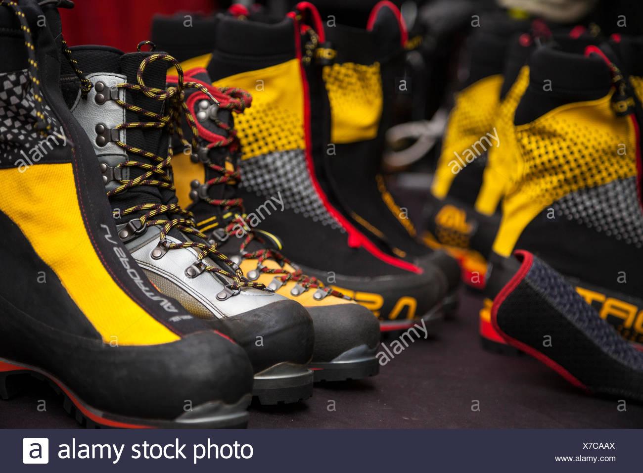 Stockfotosamp; Stockfotosamp; Mountaineering Boots Boots Mountaineering Mountaineering N80nvmw