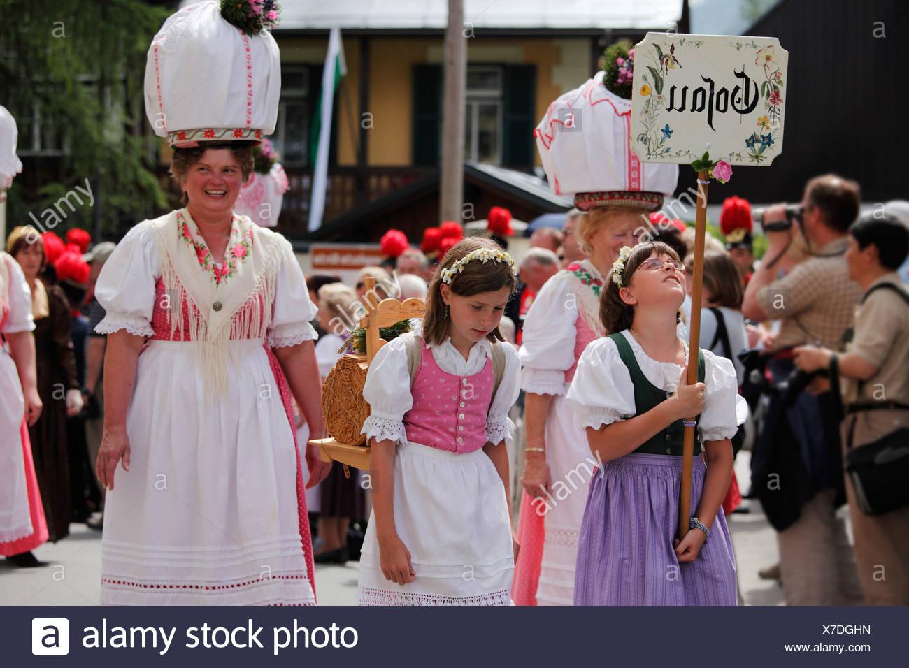 Tracht-Gruppe aus Gosau in Oberösterreich, Narzissenfest Narcissus-Festival in Bad Aussee, Ausseer Land, Salzkammergut ar Stockbild