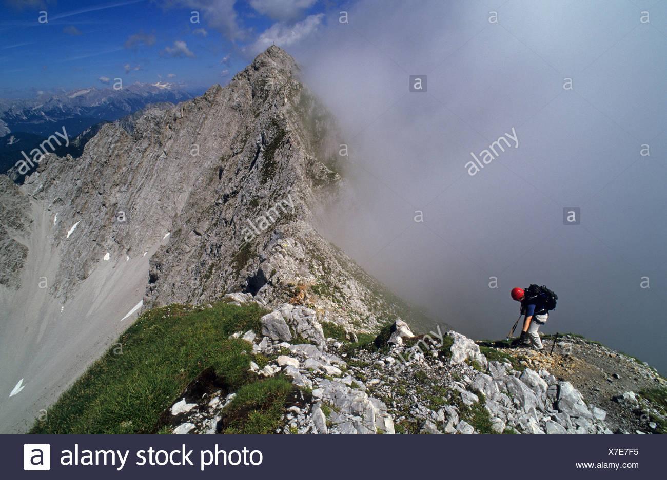 Klettersteigset Innsbruck : Frau auf dem klettersteig innsbruck Österreich stockfoto bild