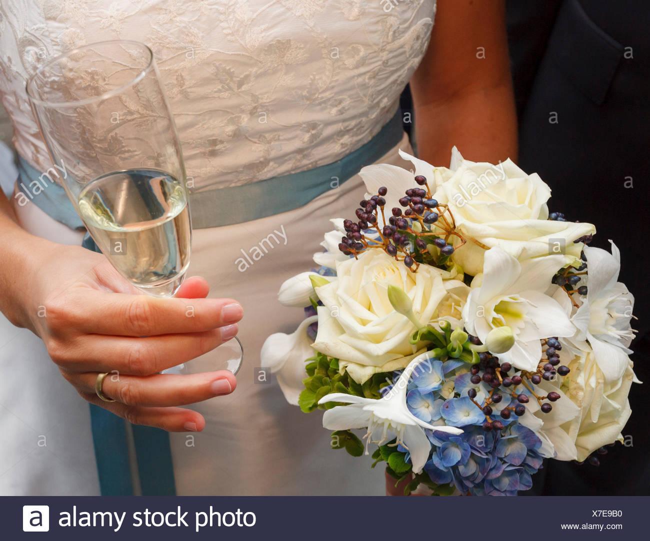 Braut Mit Brautstrauss Stockfoto Bild 279983172 Alamy