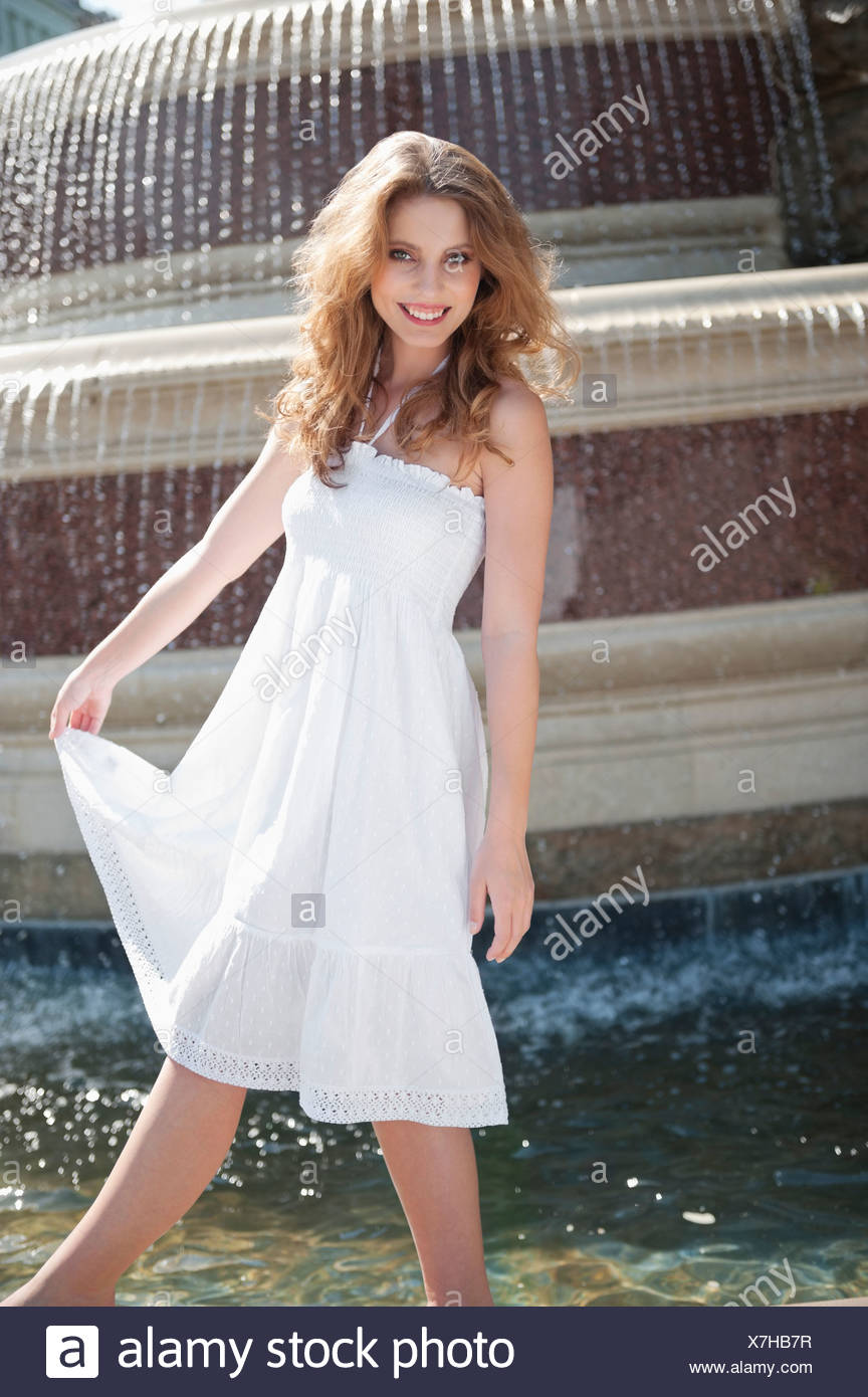 Halter Dress Stockfotos & Halter Dress Bilder - Alamy