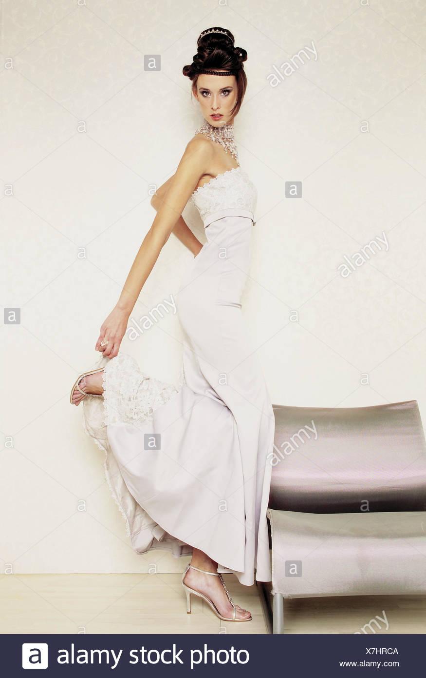 Dark Wedding Dress Stockfotos & Dark Wedding Dress Bilder - Alamy