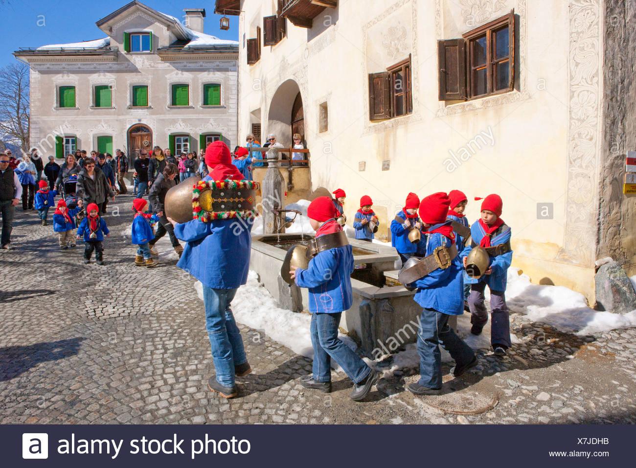 Chalandamarz, benutzerdefinierte, Guarda, Unterengadin, Tradition, Folklore, Trachten, Kind, Kinder, Trachten, National Stockbild