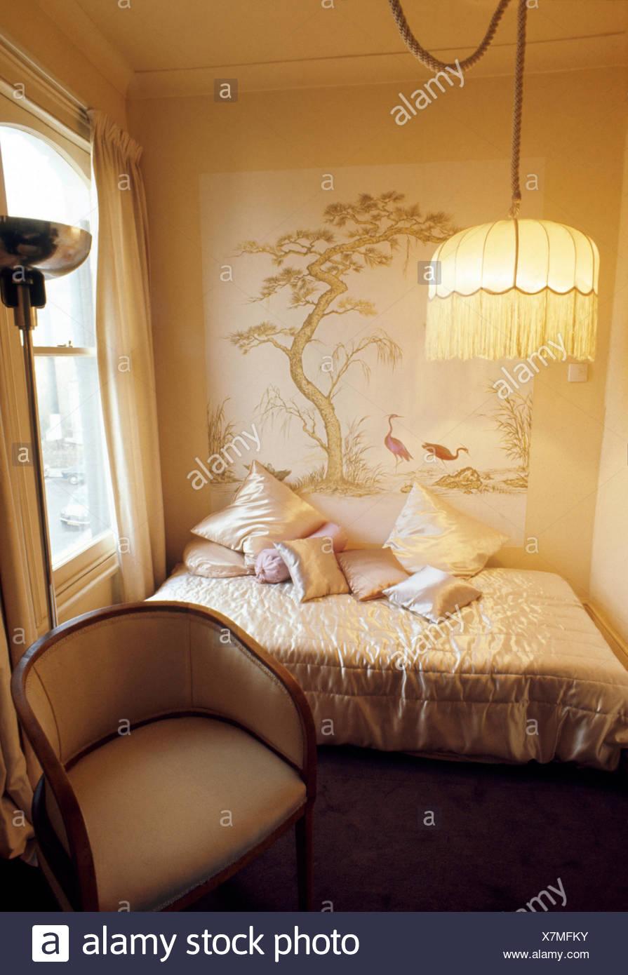 Fransen Lampenschirm auf Leuchte in kleinen siebziger Jahren mit ...