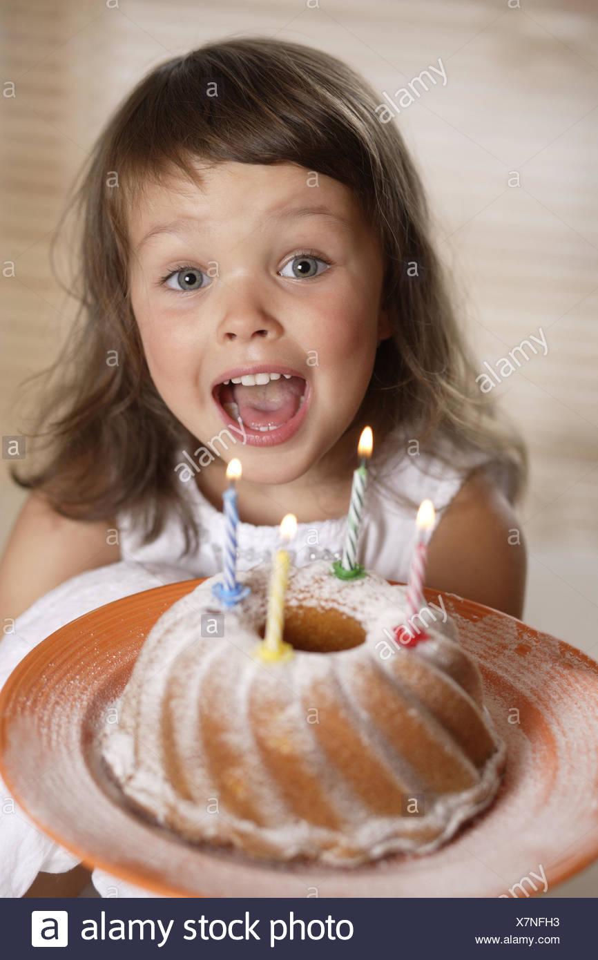 Kind Madchen Geburtstagskuchen Glucklich Spass Lachen Blast