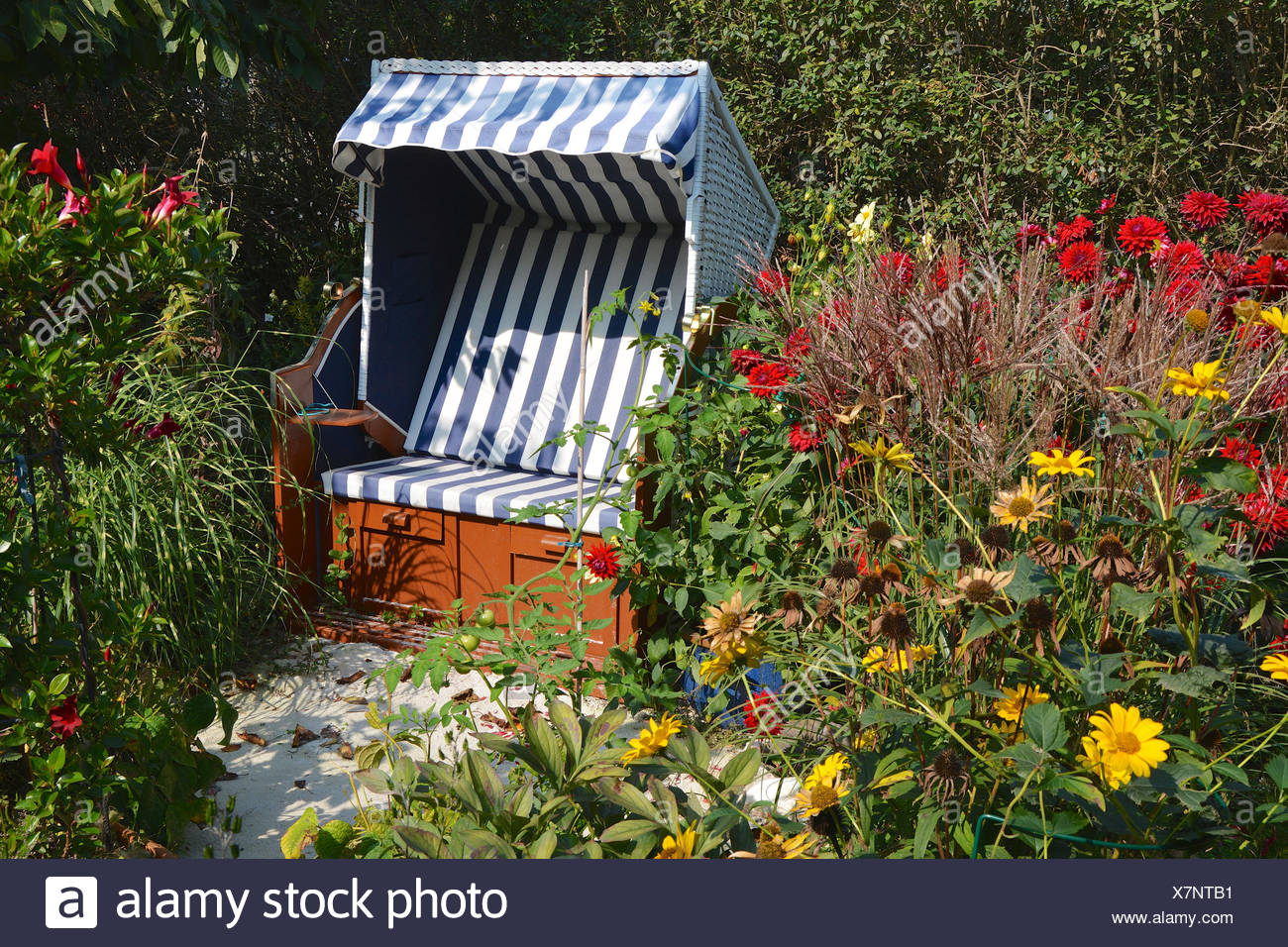 Strandkorb Im Garten Stockfoto Bild 280148597 Alamy
