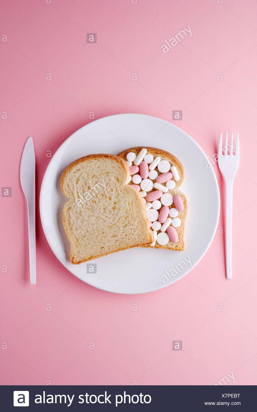 Brot Sandwich gefüllt mit Medizin Stockbild