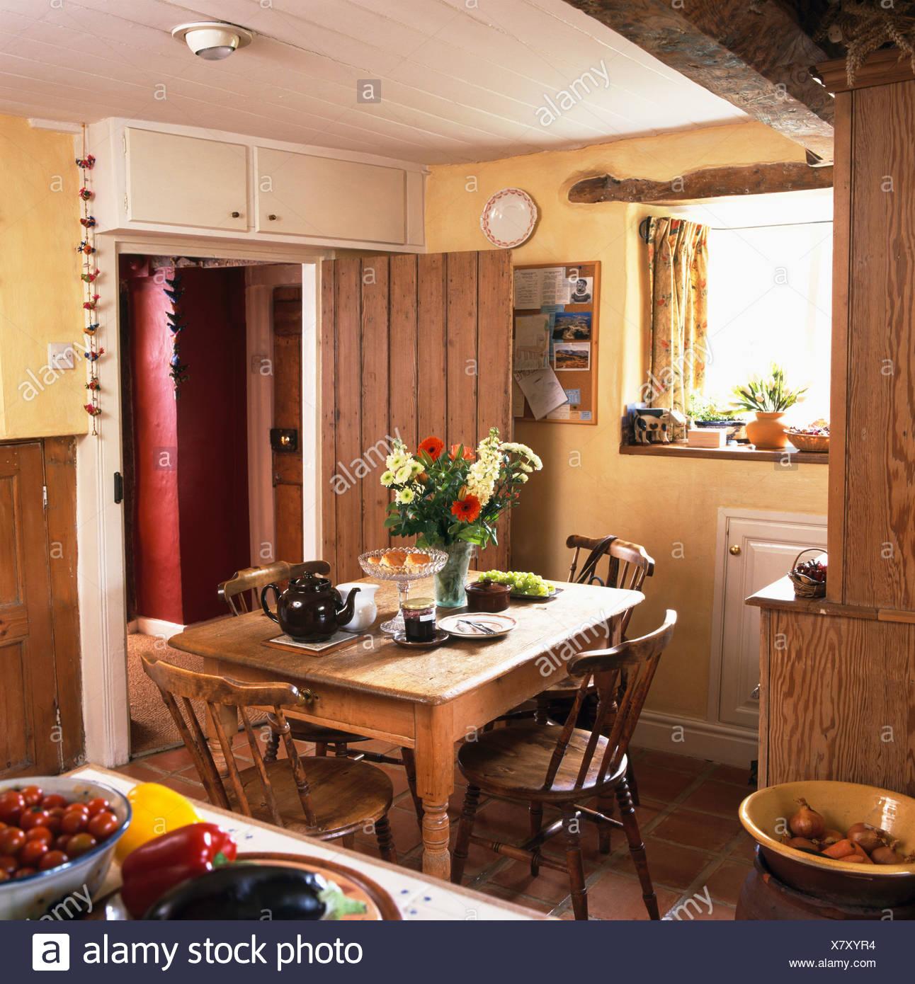 Interiors Traditional Cottage Kitchen Stockfotos & Interiors ...
