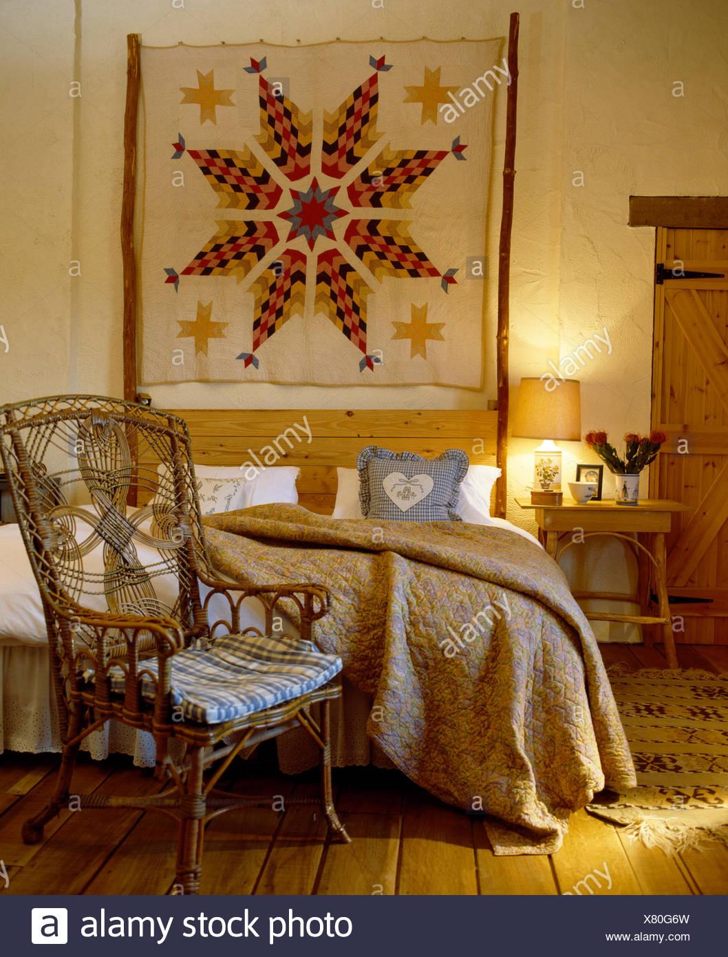 Quilt Patchwork Wandbehang über Bett mit Cvream im Land Schlafzimmer ...