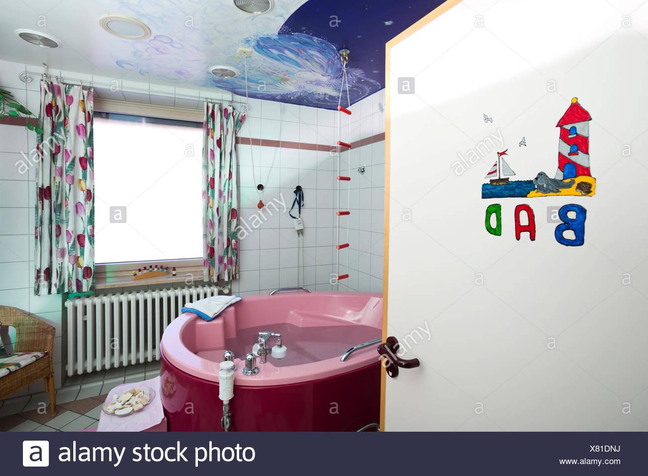 Badezimmer Mit Badewanne Geburt In Einer Entbindungsstation Deutschland Stockfotografie Alamy