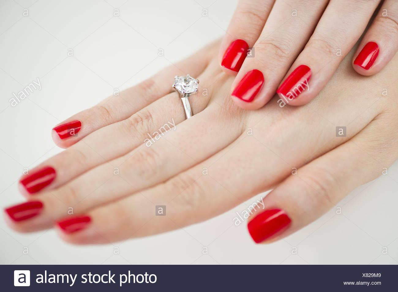 Wedding Band Hand Fingers Stockfotos & Wedding Band Hand Fingers ...