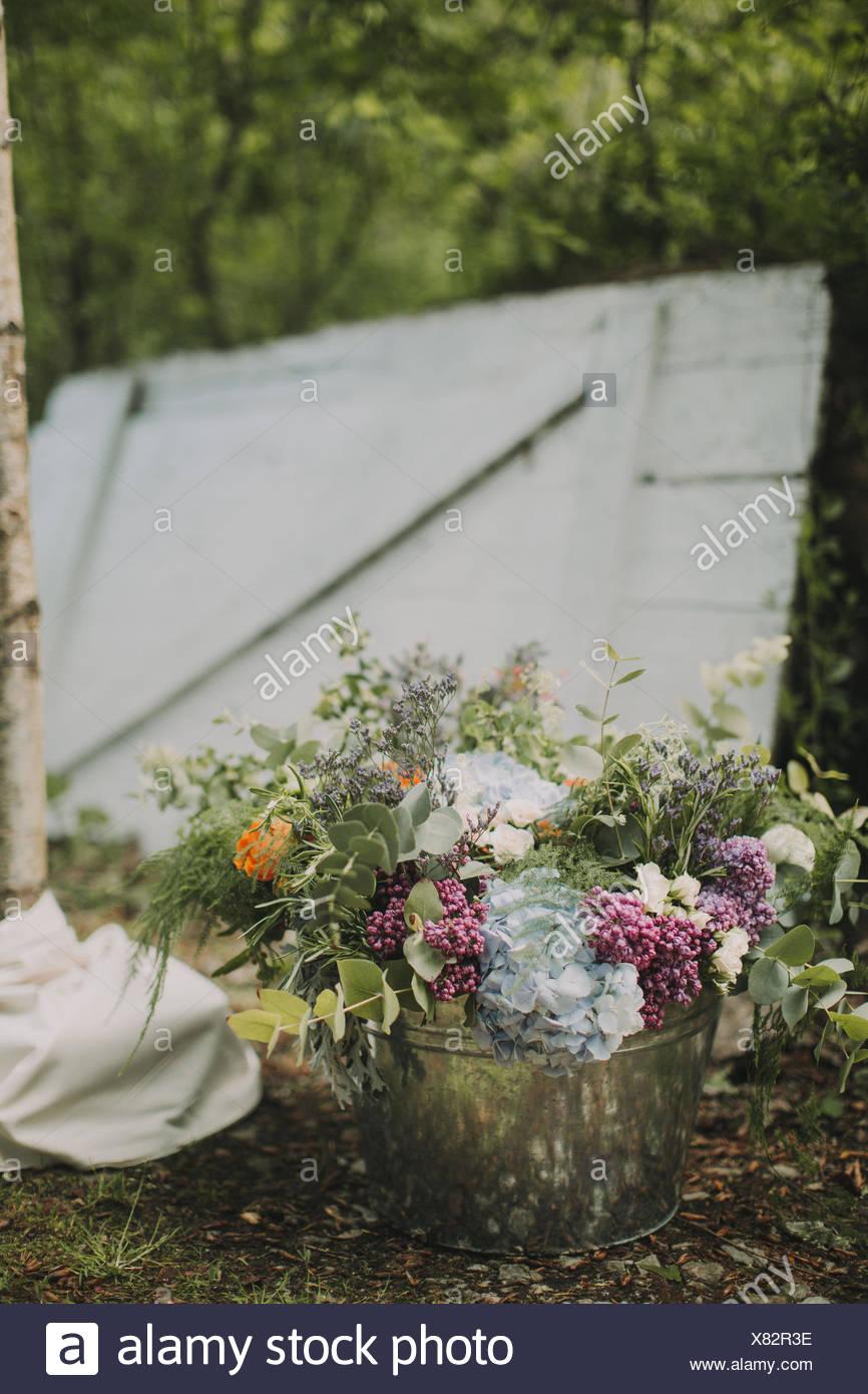 Alternative Hochzeit außerhalb, Dekoration, Blumen Stockbild