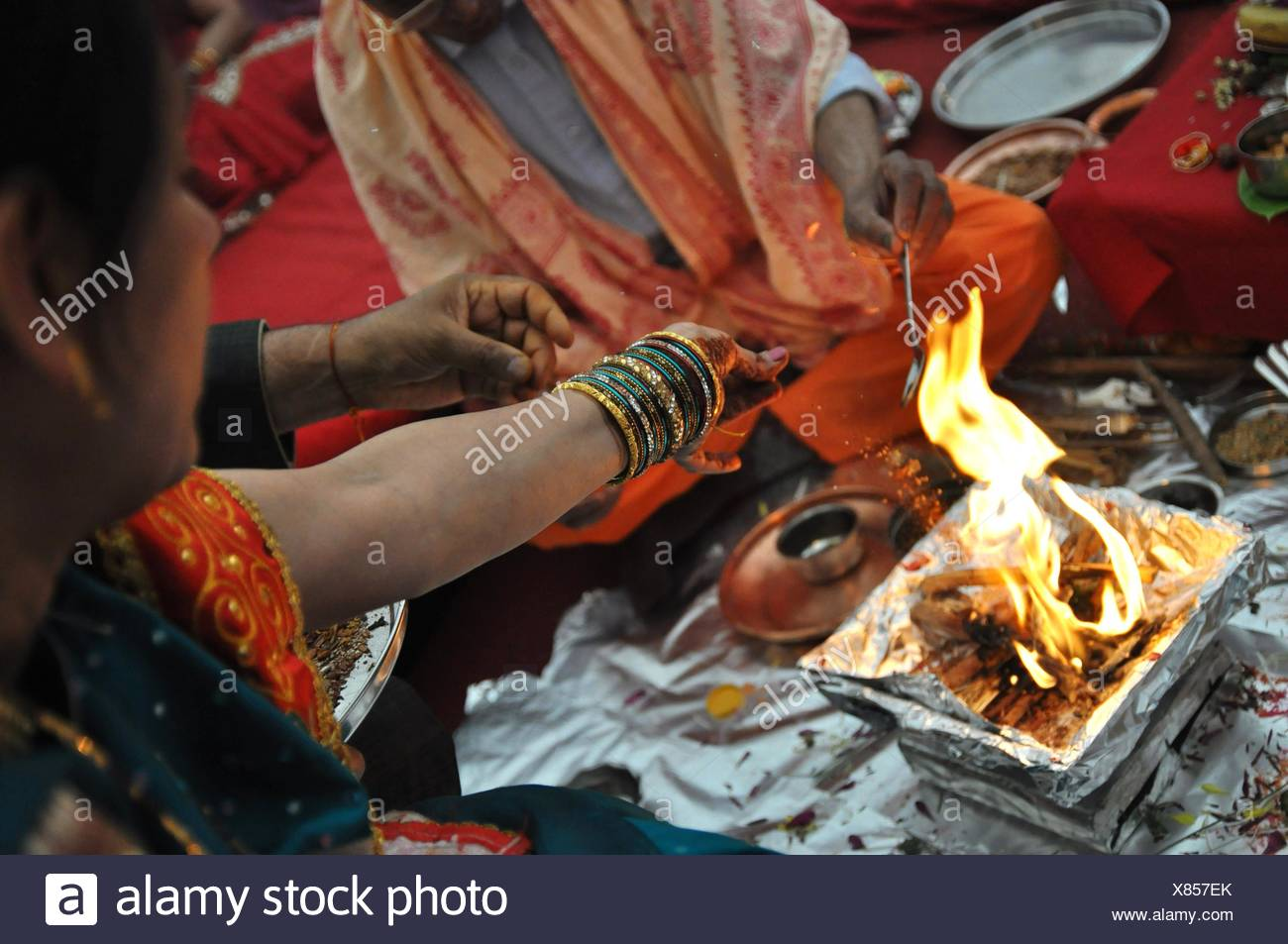 Braut Und Brautigam Rituale Bei Hochzeit Stockfoto Bild 280398795