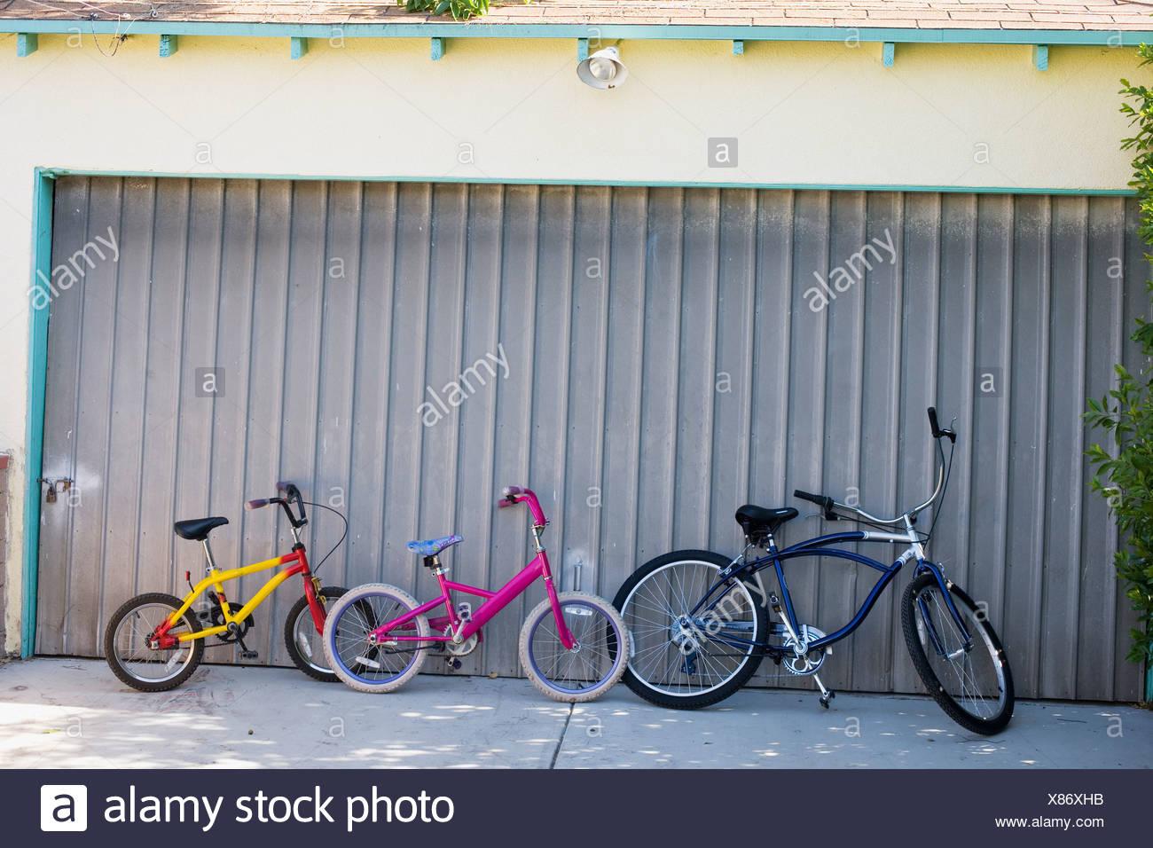 Garage Driveway Stockfotos & Garage Driveway Bilder - Alamy