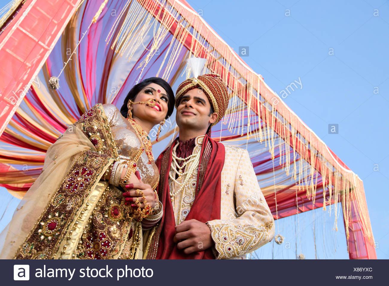 Gemütlich Bräutigam Brautkleid Indian Ideen - Brautkleider Ideen ...