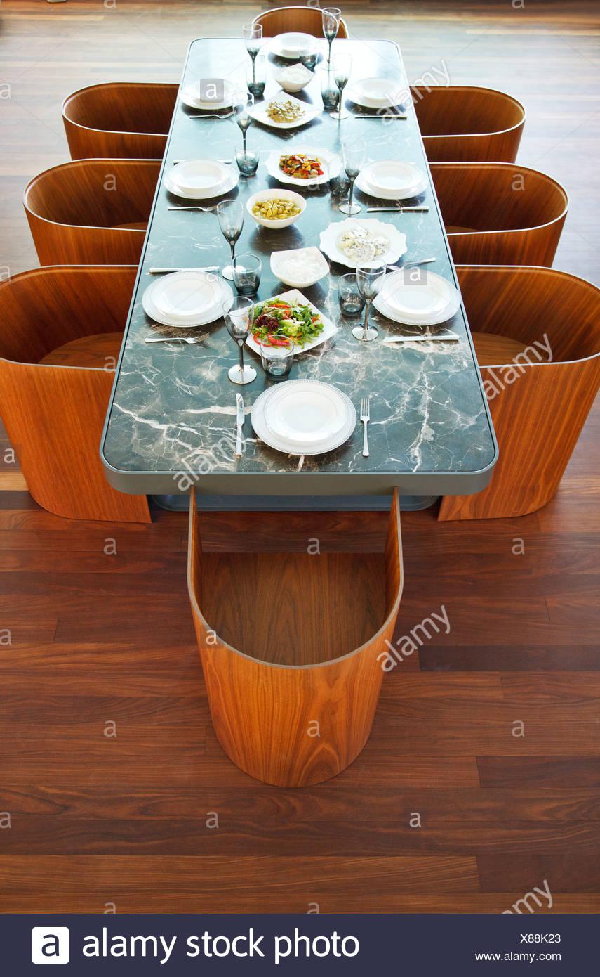 Placesettings und Essen auf Luxustisch Stockfoto