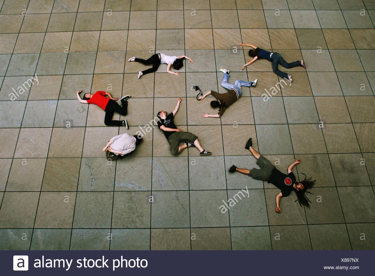 liegend, Gruppe, Humor, bizarr Stockbild