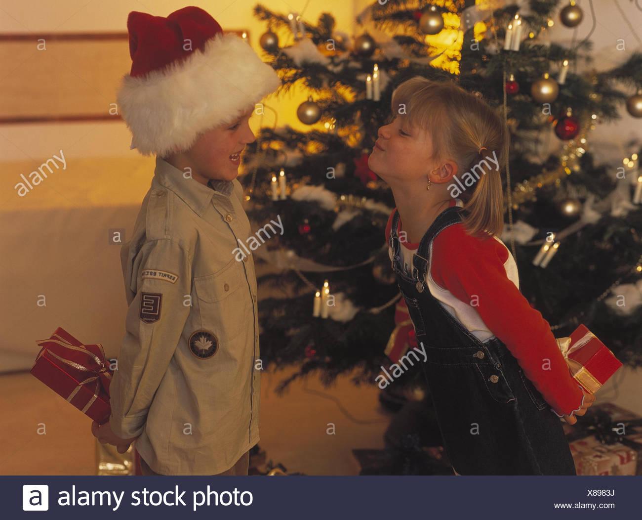 Weihnachten, Geschenke, Geschwister, Geste, glücklich Heiligabend ...