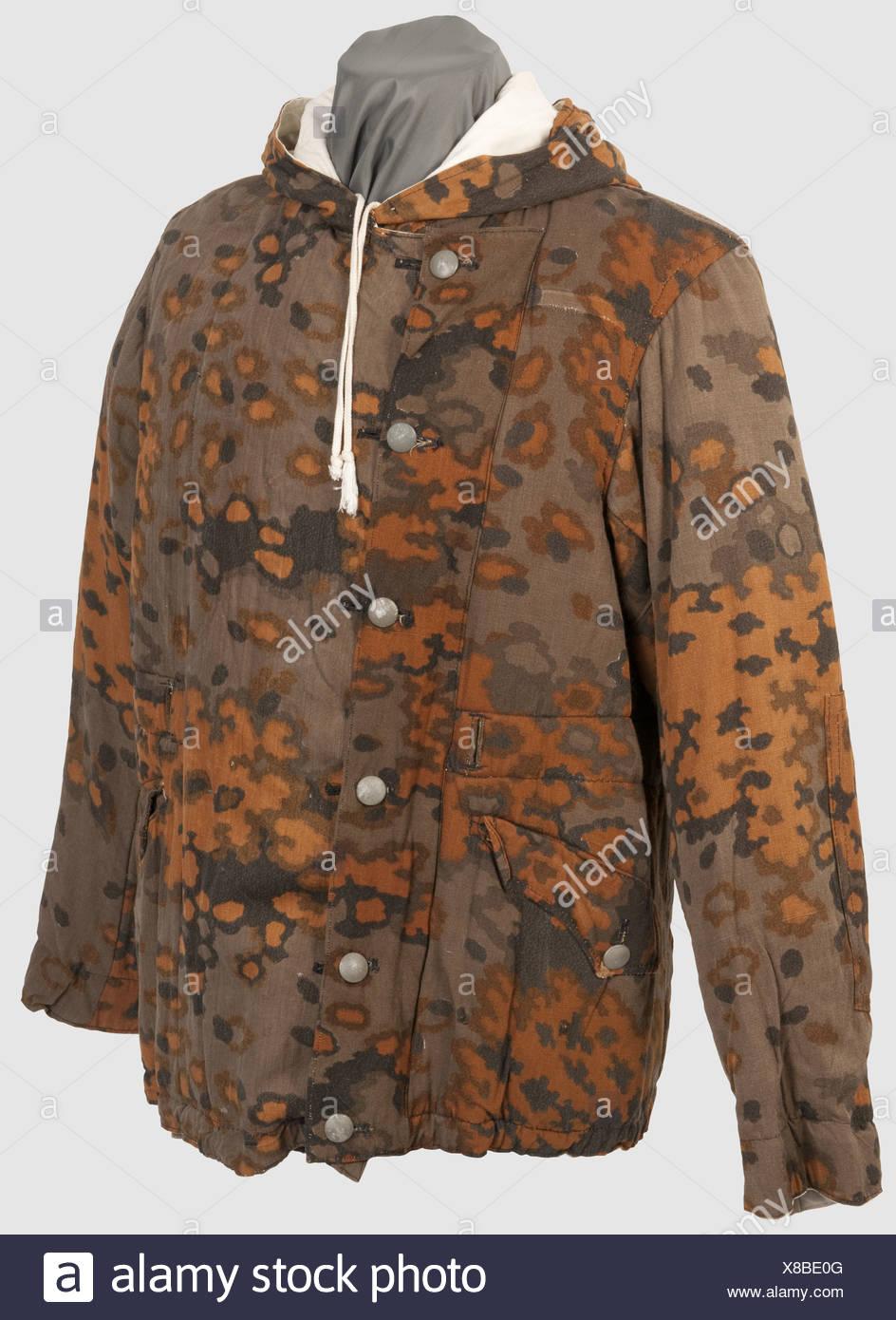 623783019f41 Eine reversible Winterjacke im Herbst Tarnung, gesäumt von Problem in  braun-grünen Eichenblatt pattern