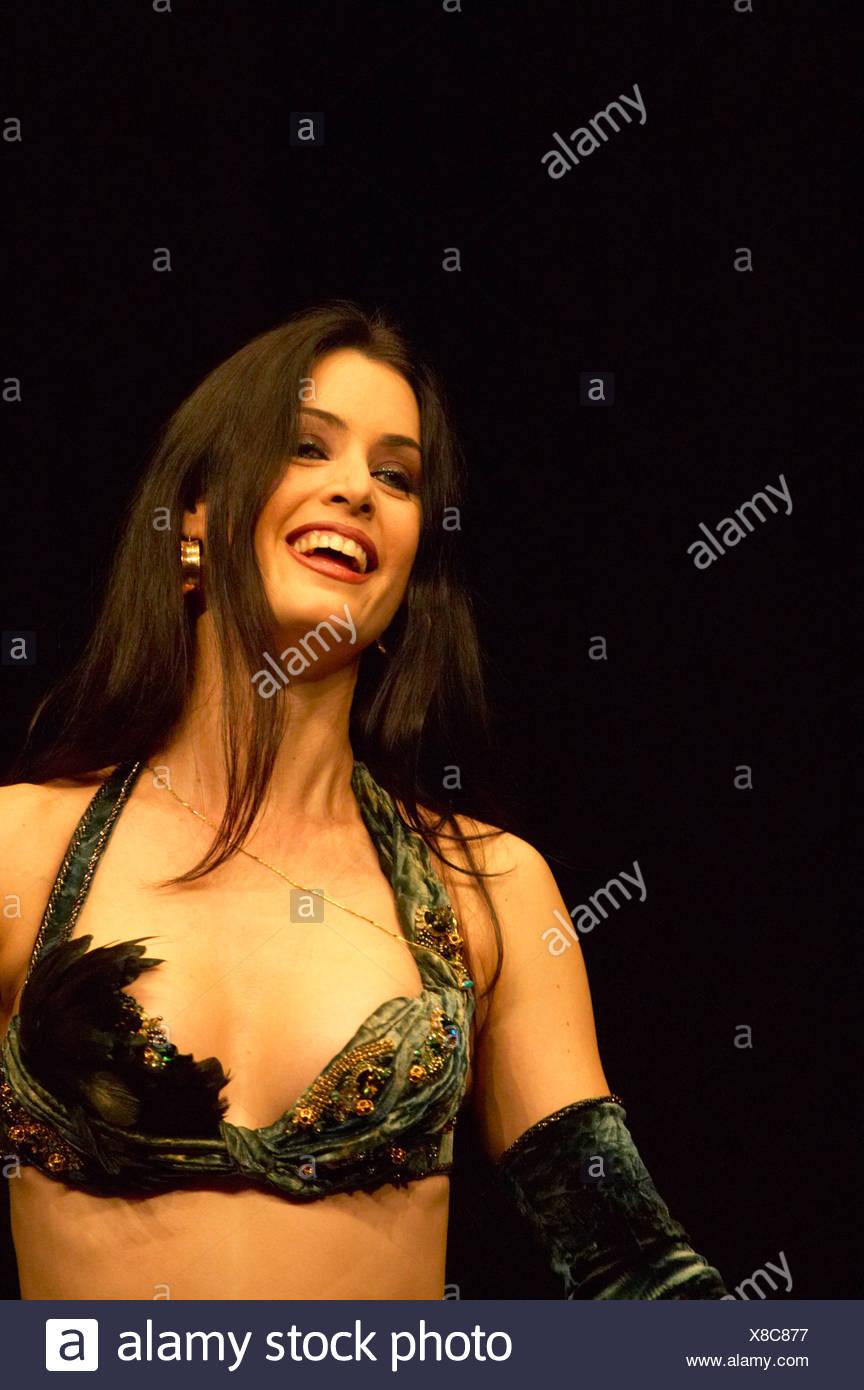 Ägyptische Bauchtänzerin Leila in zweiteilige Kostüm Stockfoto